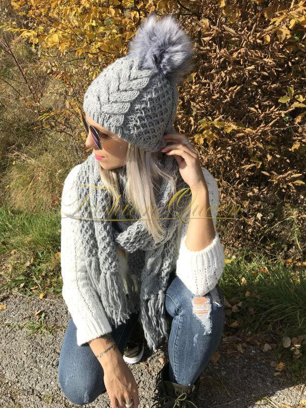 d90c17fe0 Fashion Queen - Dámske oblečenie a móda - Zimná čiapka s brmbolcom